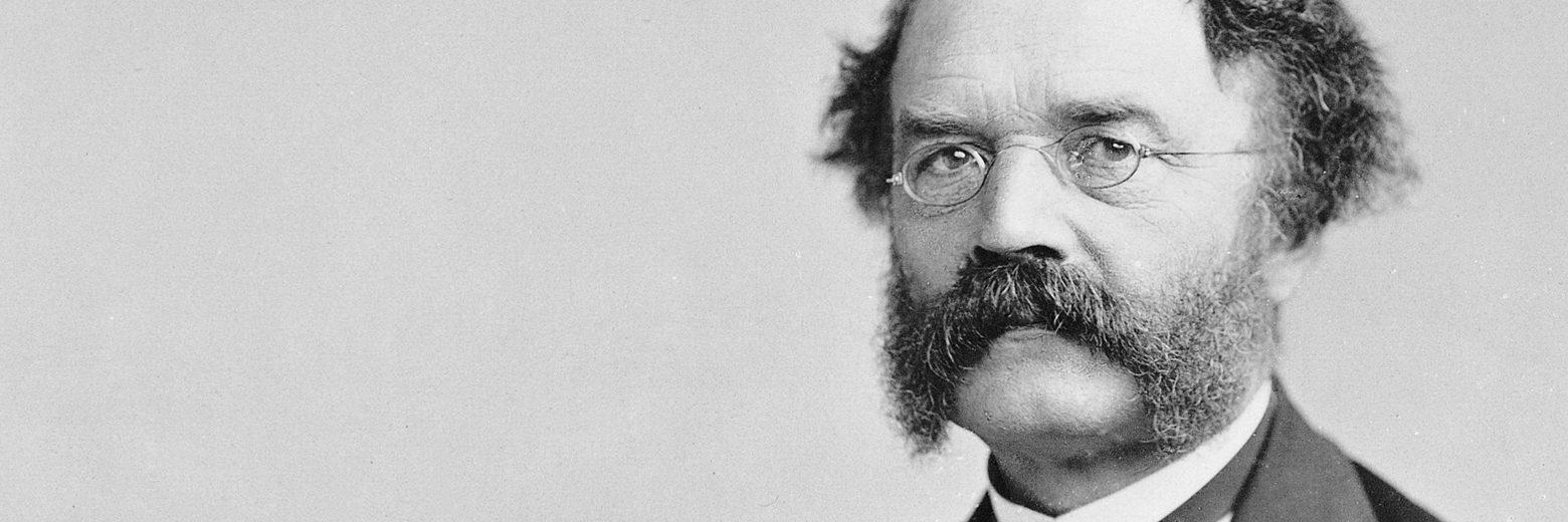 在1878年,维尔纳·冯·西门子(Werner Von Siemens)利用马蹄形磁铁制造了电话,大幅提升其音质,进而发现听损者在声音讯号以电流方式放大的时候可以听到他人的声音。